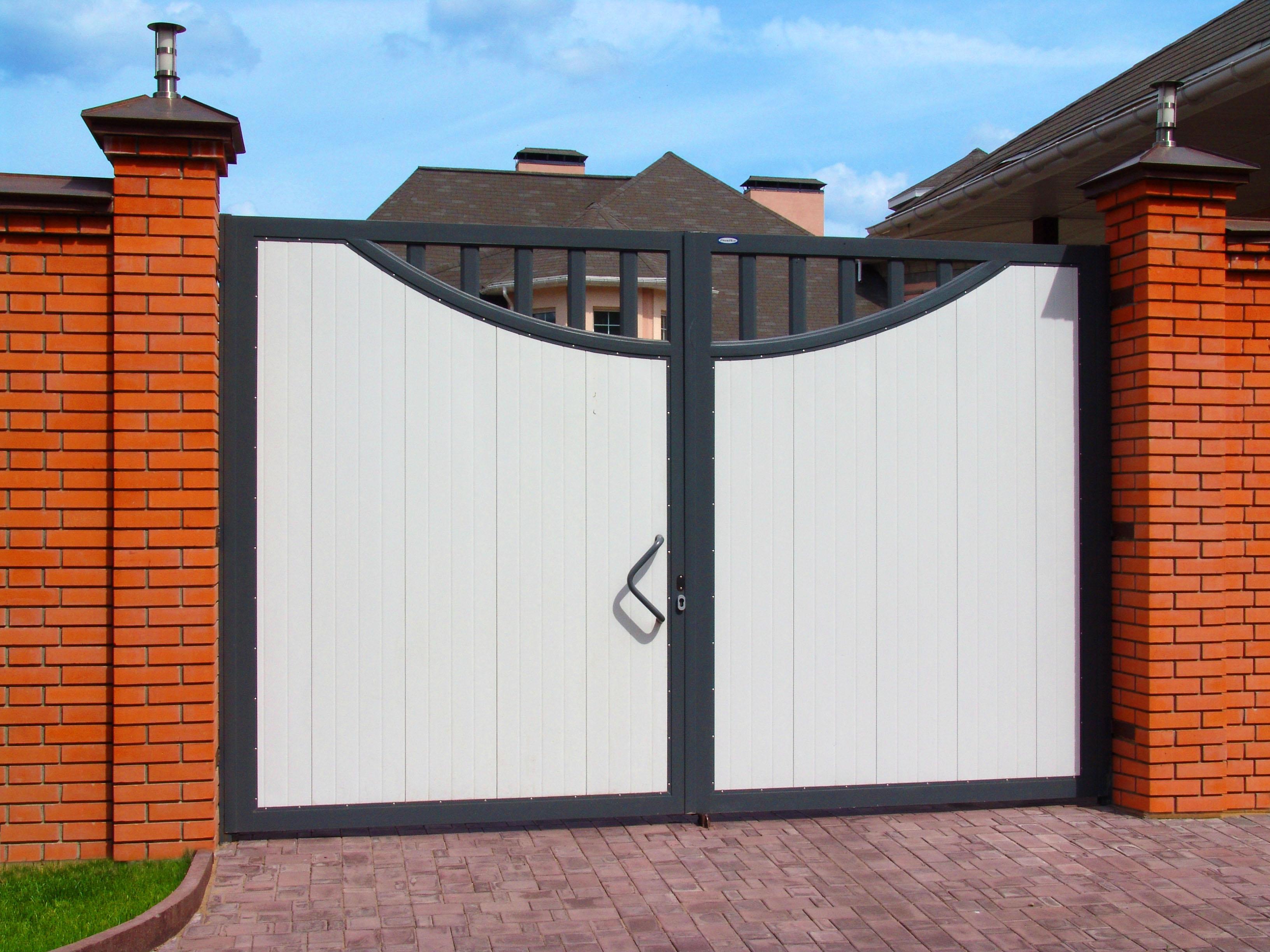Фасадные ворота своими руками фото